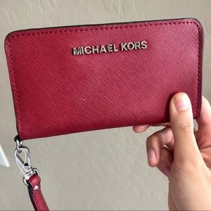 MICHAEL KORS red saffiano leather wrist wallet